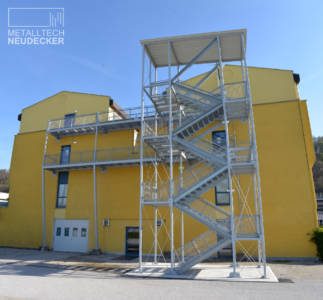 Stahlbau Fluchttreppenturm